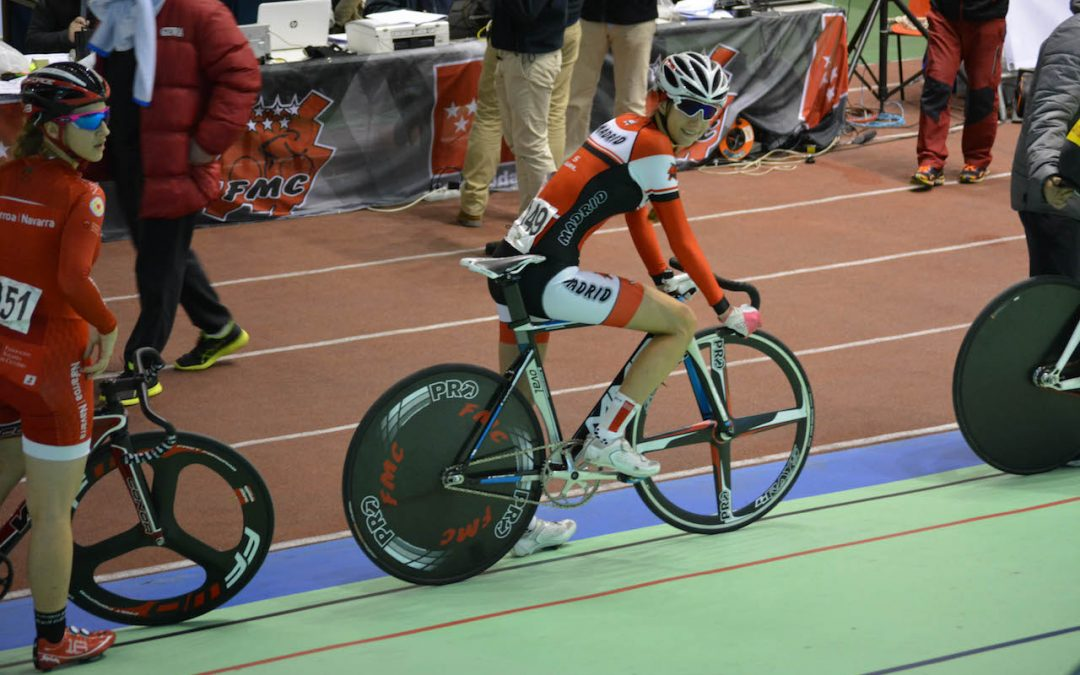 Carolina Estéban, joven promesa del ciclismo fuenlabreño, forma parte de la selección madrileña ganadora de la segunda manga de la Copa de España de ciclismo en pista